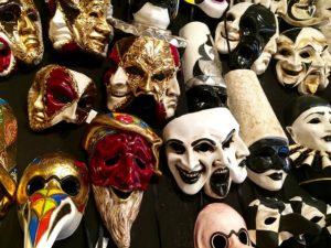 Tantra Masken ablegen