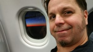 Chono im FlugzeugChono im Flugzeug - Reisebericht Indien 2019
