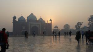 Smog hinter dem Taj Mahal - Reisebericht Indien 2019