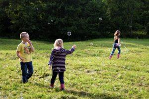 Kinderspiel Seifenblasen